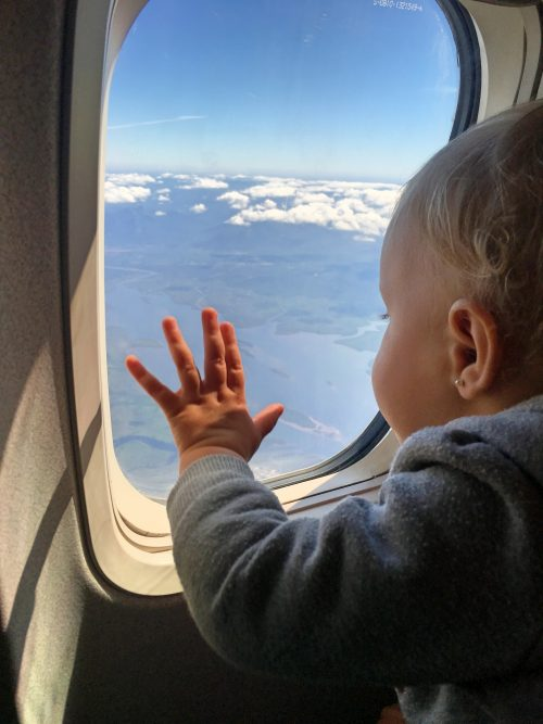 10 dicas para viajar de avião com bebê