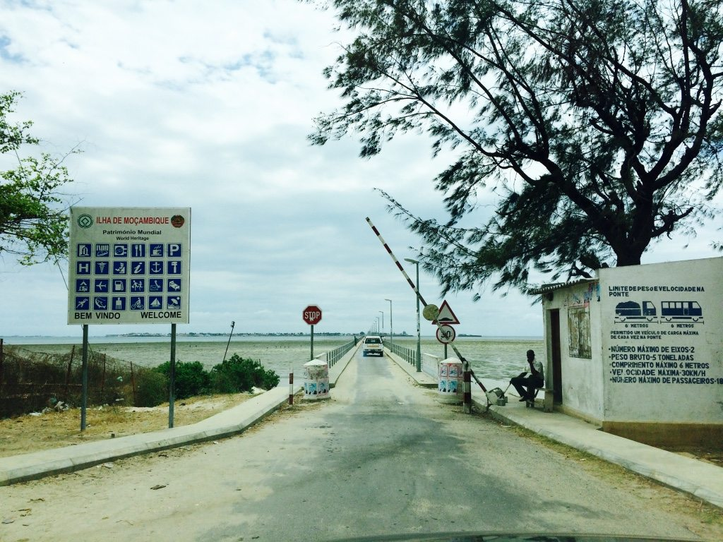 portal de entrada na ilha de moçambique