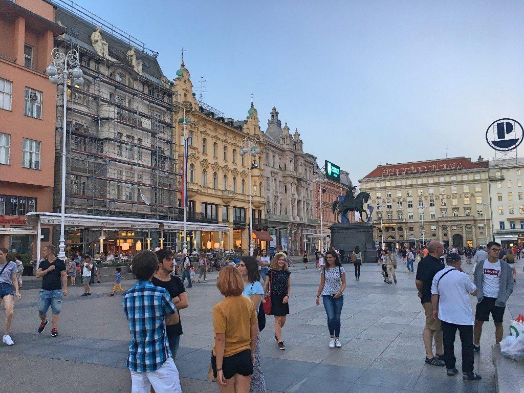 1_dia_em_zagreb_capital_da_croacia_Praça_Ban_Jelačić