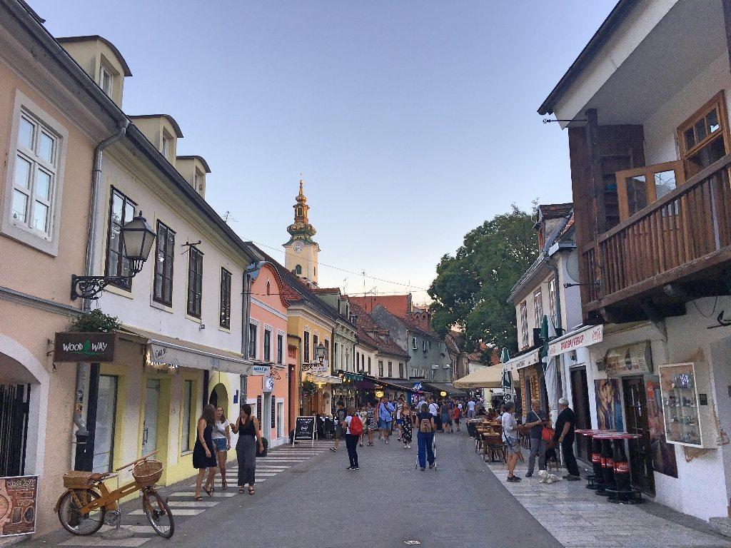 1_dia_em_zagreb_capital_da_croacia_Tkalčićeva_rua_dos_bares