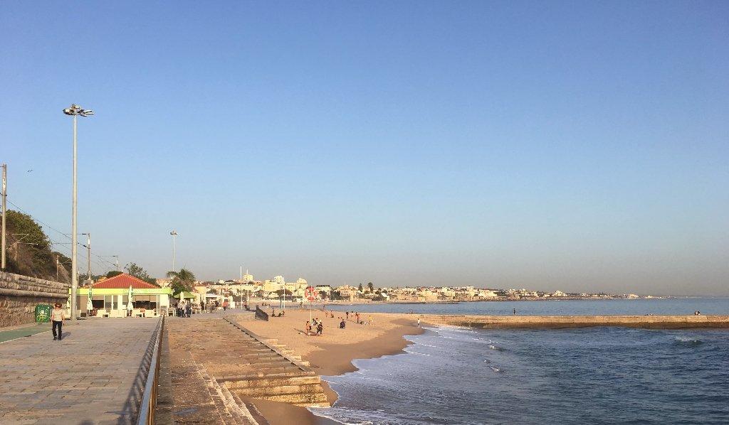 praia das moitas em cascais portugal